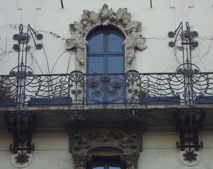 Casa Balzarini, via C. Pisacane, 16, Milano. Architetto A. Fermini | Dettaglio parapetti