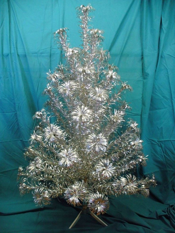 Make your vintage Aluminum Foil Christmas Tree come alive! Check ...