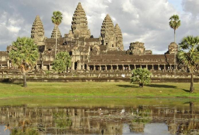 """Ангкор-Ват – #Камбоджа #Сиемреап (#KH_17) Ангкор-Ват - величественный древний храмовый комплекс, символ Камбоджи - усыпальница царей и жилище богов! А еще место съемок х/ф """"Лара Крофт: Расхитительница гробниц"""". http://ru.esosedi.org/KH/17/1000064195/angkor_vat/"""