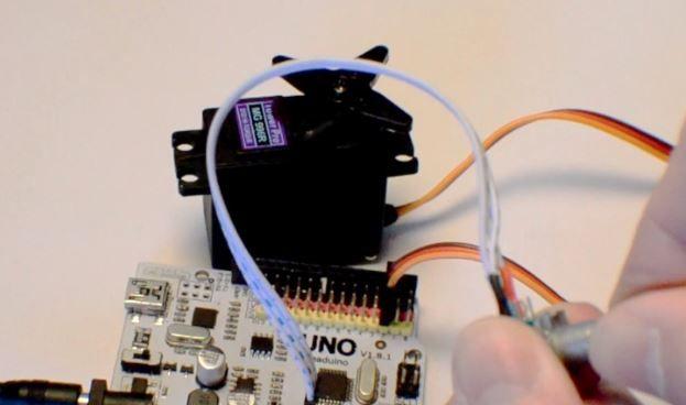 Learn how to use an RC servo with #Arduino  #STEM #Motors #Robotics https://www.arduino-board.com/arduino/rc-servo