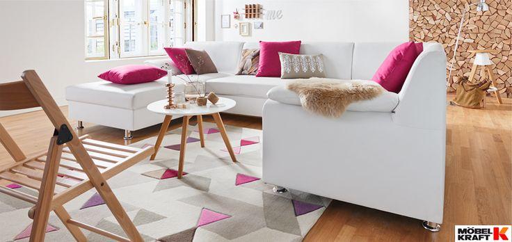 Die weiße #Couch mit ihren pinken #Kissen bringt eine warme, behagliche Wohnatmosphäre ins #Wohnzimmer. Der Trick bei der Gestaltung dieses Raumes: Es wurden nur mit ganz wenigen Farbtönen gearbeitet. Dadurch liegt der Focus auf die pinken Highlights. http://www.moebel-kraft.de/angebote/junge-moebel-guenstig-kaufen/
