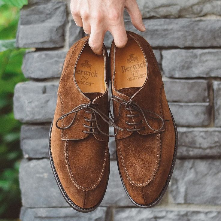@berwick1707_official split toe via @leatherhealer #burzanhands. . . . #berwick1707 #menstyle #dailylast #goodyearwelt #rakish #rakishgent #classicmenswear #stylishmen #menstailoring #stylishgent #madetobeworn #styleforum #mensshoes #mnswr #shoeshine #shineyourshoes #shoegazing #ptoman #shoegazingblog #edwardgreen #shoesoftheday #shoestagram #shoeporn #mensweardaily #menswearblog #shoecare