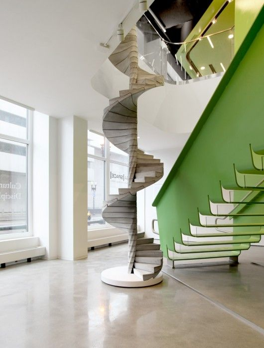 Treppen Design mit zusätzlichen Funktionen Schreibtisch und Regal System