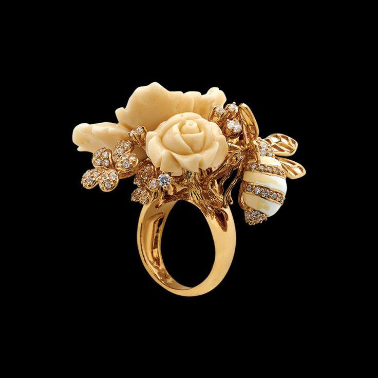 Bumble Blossom Ring – ANABELA CHAN . LONDON . PARIS