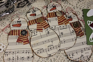 sheet music snowmen! I could use this and make a wreath for music teachers/friends