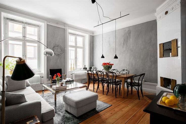 Living room with grey walls and a kakelugn