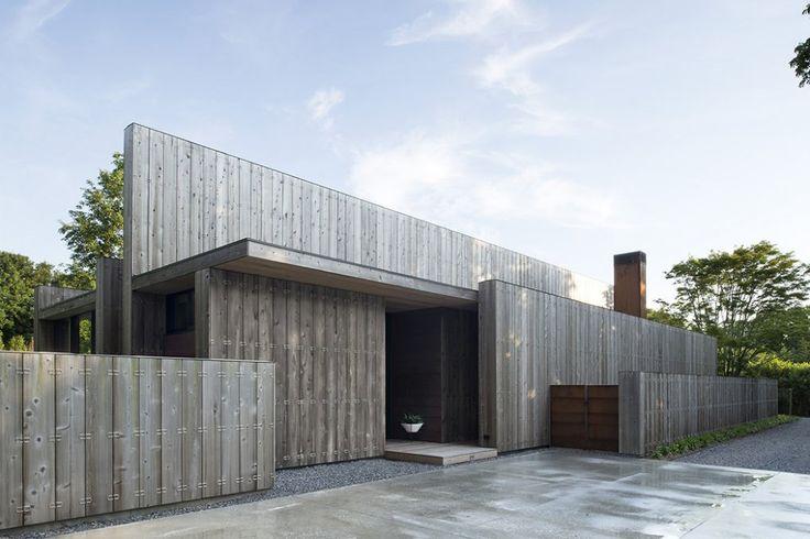 Bates Masi Architects designed the House ELIZABETH II in Amagansett, New York Photographer: Bates Masi Architects