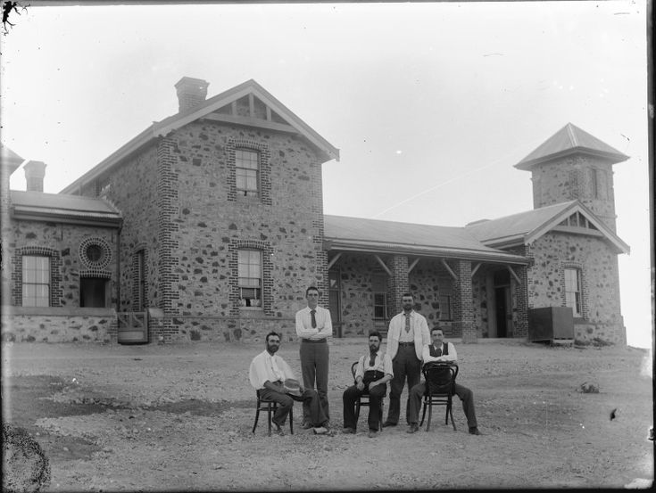 009941PD: Marble Bar Post Office and staff, 1900 http://encore.slwa.wa.gov.au/iii/encore/record/C__Rb2548117?lang=eng