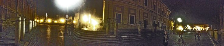 https://flic.kr/p/RATGbf | Entorno de la Catedral | A la izquierda el andén de la Catedral, a la altura de la puerta del Príncipe. Al fondo el monumento a la Inmaculada, en su plaza, detrás los muros del Alcázar. Enfrente de la Catedral, el Archivo General de Indias y a la derecha Correos en la Avenida de la Constitución.