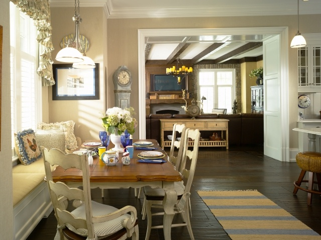 Casual dining love the window seat dining room ideas for Casual dining room ideas pinterest