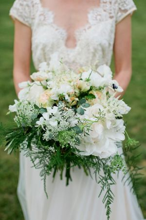 Ivory Greenery Bouquet | photography by http://www.kristynhogan.com/