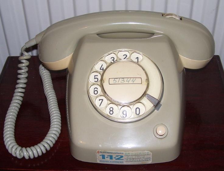 De PTT telefoon met draaischijf. Tot ver in de jaren 80 nog in gebruik gehad.