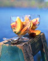 Peachy White Wine Sangria--I'm making this for my stitch & bitch!