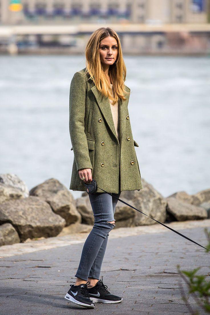 Top Looks. Sobre gabardinas, prendas denim y zapatillas blancas