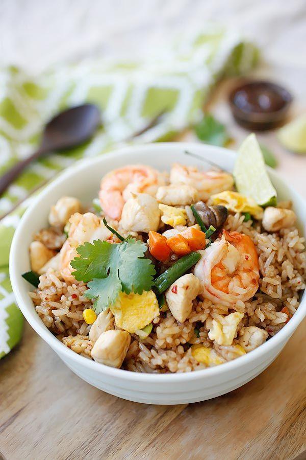 タイのスープ「トムヤムクン」は日本でもすでにおなじみですが、今回はその味をチャーハンにしたもの。一回食べだしたら止まらない美味しさ。また一緒に食べたいタイ風サラダのレシピも紹介しますので作ってみてくださいね。 (2ページ目)