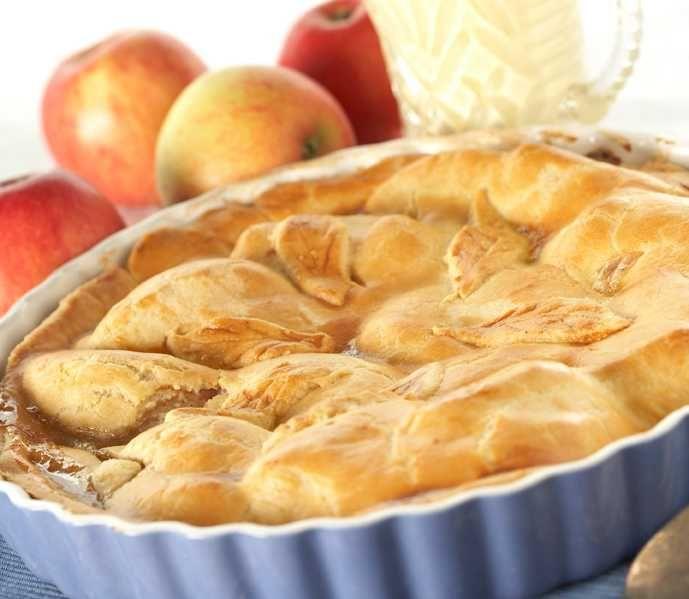 Varm eplekake med krem smaker veldig godt. Norske epler er supre å bruke på grunn av den gode syrligheten. Her er oppskrift på en skikkelig amerik...