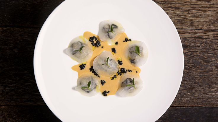 Huitres normandes pochées, Voile de radis blanc, Coulis d'oursins et caviar d'aquitaine à l'Atelier du Peintre avec Loïc Lefebvre | |