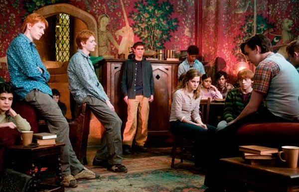 Harry Potter y la Orden del Fénix - El Ejército de Dumbledore decide separarse tras ser descubiertos por la profesora Umbridge.