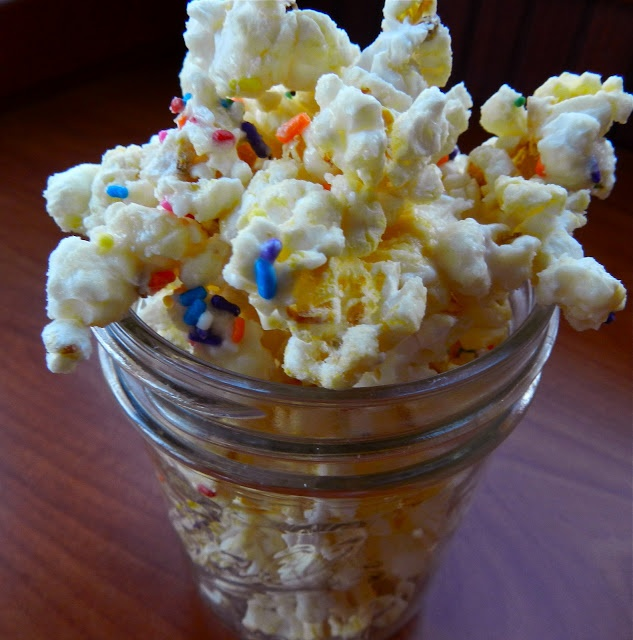 i talk to food: birthday cake popcorn