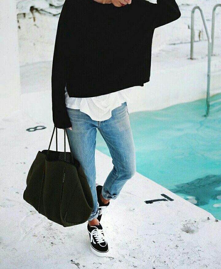 p i n t e r e s t    M E L A N I E    simple jeans and neutral colours with lots of black. Minimal style
