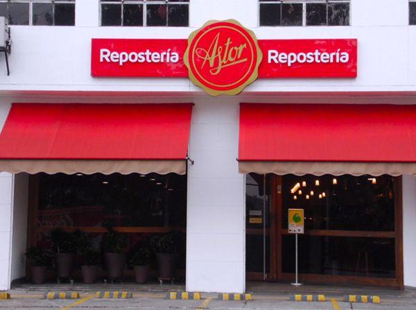 """Nuestro sitio recomendado para disfrutar tomando el algo con los amigos hoy lunes es la @Reposteria Astor del """"POBLADO"""""""