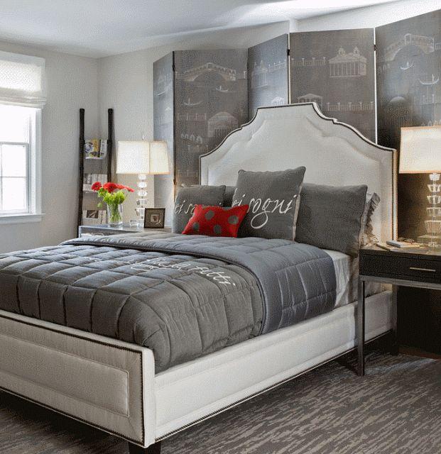 Дизайн изголовья кровати с ширмой и высокой спинкой