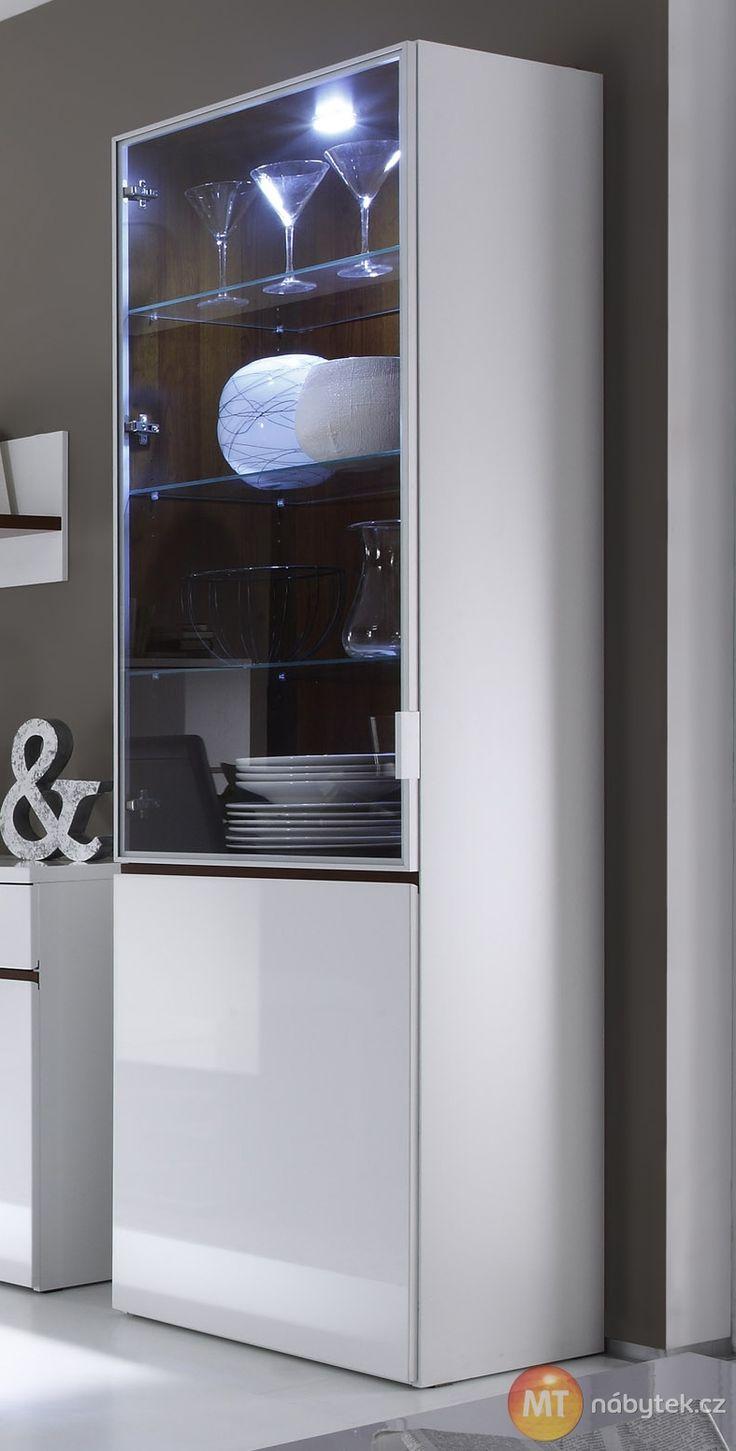 Moderní prosklená vitrína Cordelia s LED osvětlením Cordelia furniture - showcase with LED lights
