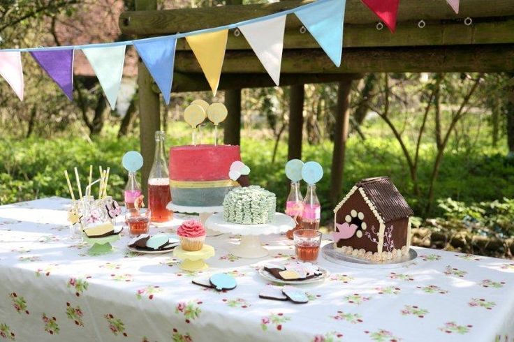 Saffron Crafts teams up with The Biscuit Jar and Love Little Cakes