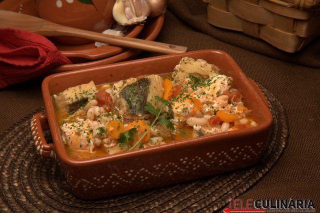 feijoada de bacalhau com ovos escalfados