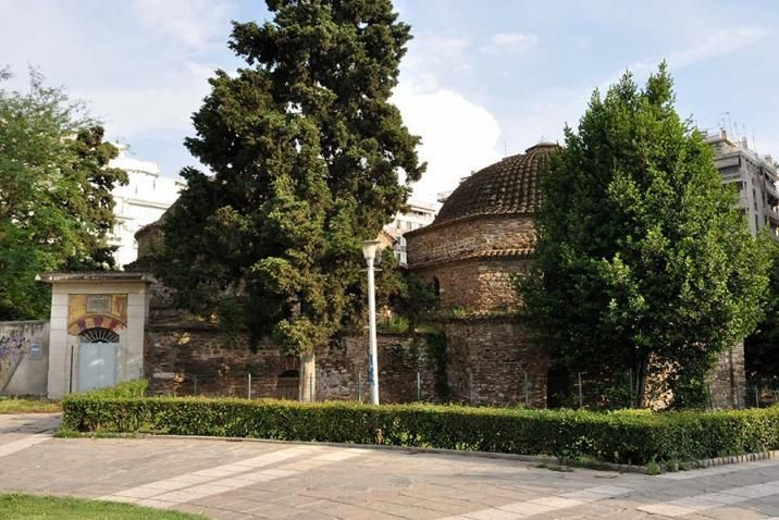 The Bey Hamamı is located in the center of Thessaloniki, east of the church of Panagia Chalkeon, at the junction of Egnatia, Aristotelous and Metropolitan Gennadius streets. This is a great Ottoman bath, which - as we learn from Arabic inscription - was built in 1444 by Sultan Murad B'. The building, the first of its kind built in the city, just a few years after its conquest by the Turks (1430), was double, which means it was intended for both men and women.