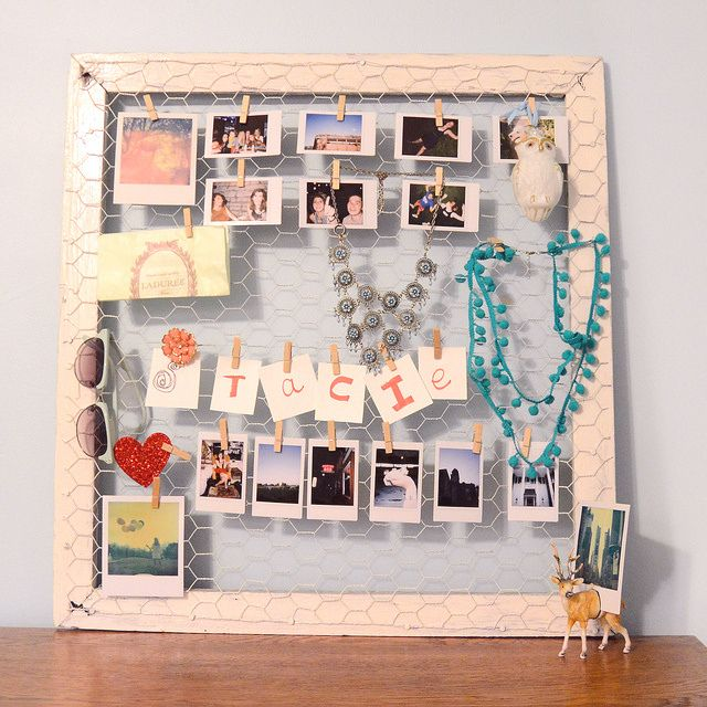 DIY bulletin board: Diy Photo, Photo Display, Diy Crafts, Photo Bulletin, Chicken Wire, Bulletin Boards, Old Window, Display Boards, Pictures Frames