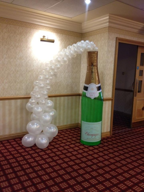 Giant champagne bottle and balloon bubbles balloon for Champagne balloon wall