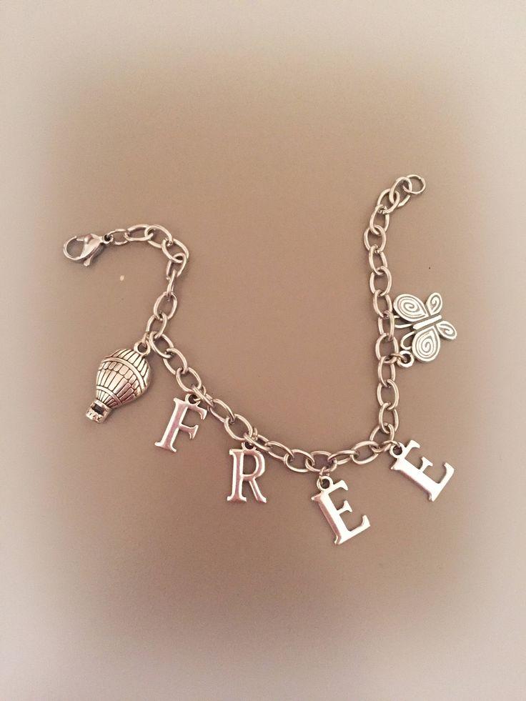 Bracciale FREE con catena argentata lettere, ciondolo mongolfiera e ciondolo farfalla di LesJoliesDePanPan su Etsy