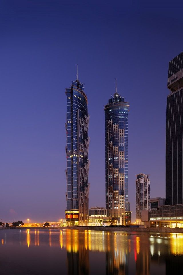 The world's tallest hotel in Dubai: The JW Marriott Marquis #addictabroad