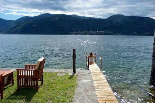 Casa Capanno Varenna Set by Lake Como, 5 km from Varenna, Casa Capanno is a self-catering house in rustic style. Guests can relax by the fireplace and enjoy the garden with BBQ facilities.