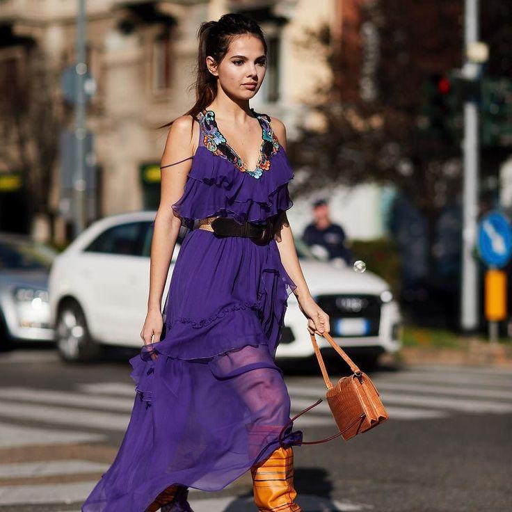 Quédate con este nombre porque lo oirás mucho: #ultraviolet es el color #pantone del año 2018 y será el #color que marque tendencias en moda decoración belleza y diseño. A nosotros nos encanta! . #trendencias #streetstyle #moda #fashion #ootd #wiw #wiwt #style #lookoftheday #trends #tendencias #estilismo #dress #violet