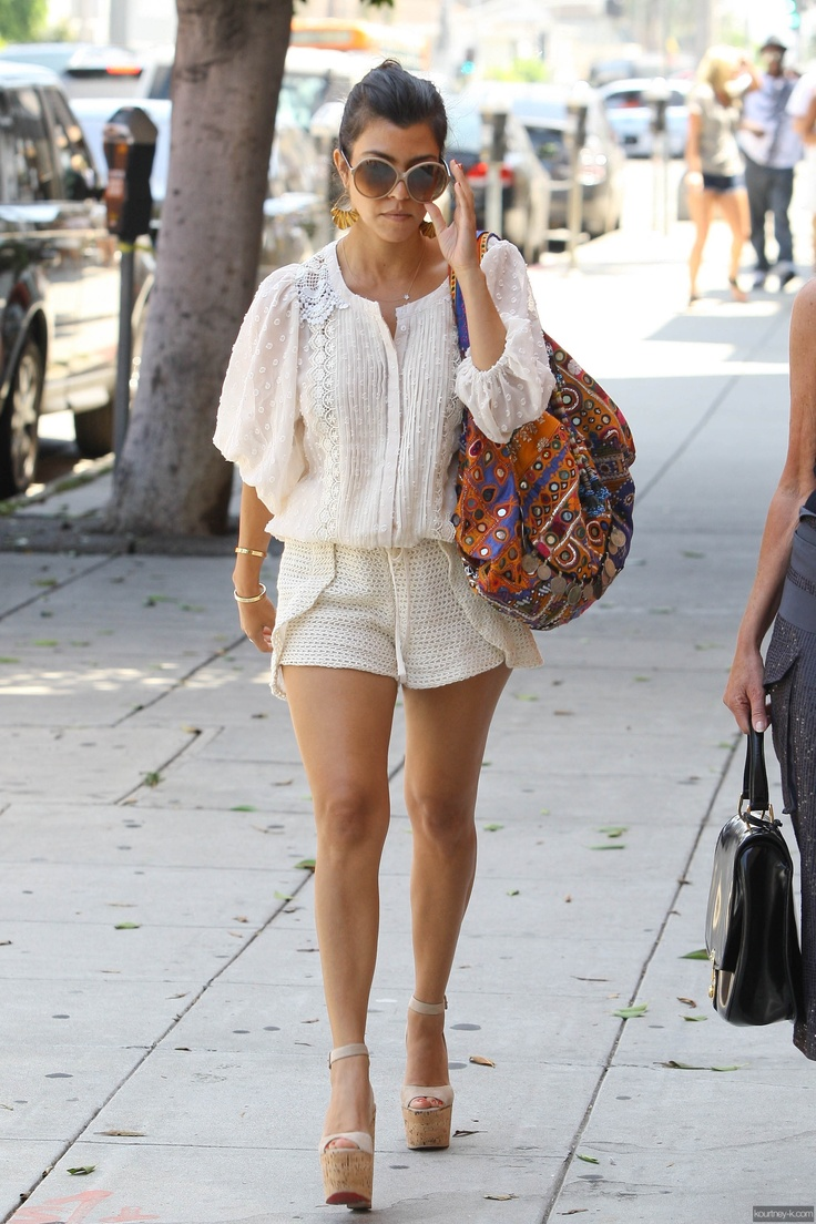 7 Delightful Street Style Looks From Kourtney Kardashian Kourtney Kardashian Kardashian