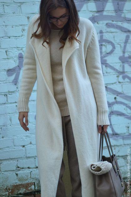 Купить или заказать Вязаное пальто  NEW NEUTRALS.... в интернет-магазине на Ярмарке Мастеров. В наличии цвет палевый персиковый ( меринос/ангора/па), размер L рост средний 168 Белый цвет остаётся одним из главных цветов осенне-зимнего сезона 2015/16. И одна из самых популярных стилизаций на подиумных показах — total white look. Белый. Чистейший из чистых. Белые облака. Белый голубь мира и свободы, белый цвет примирения. Непорочный, божественнвй, чистый, традиционно цвет одежды для…