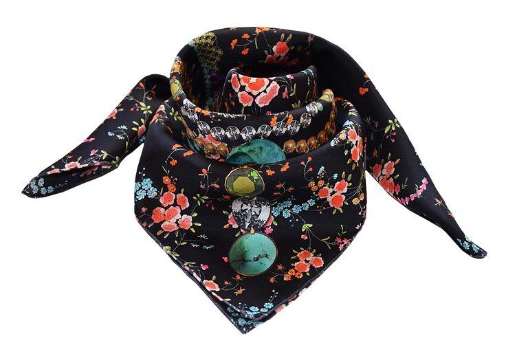 Noor, infinity IT foulard.... Eleazar Collector
