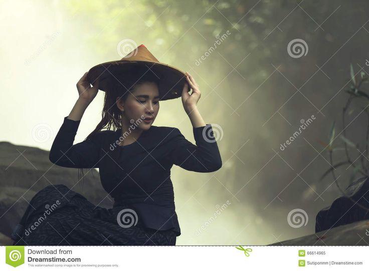 portret-kobiety-jest-ubranym-kapelusze-66614965.jpg (1300×957)