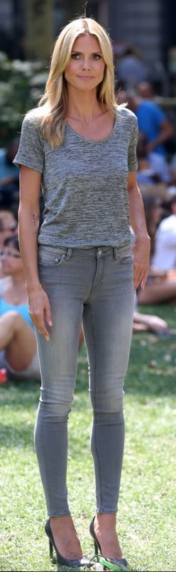 Who made  Heidi Klum's gray skinny jeans and black pumps that she wore in New York