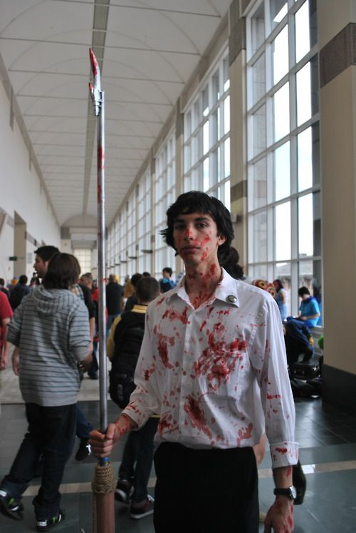 Somebody cosplayed bloody subway Sherlock. This person needs to be my friend.