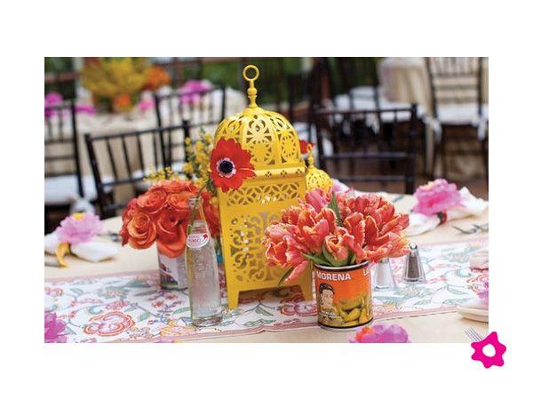 Centro de mesa para boda mexicano con latas