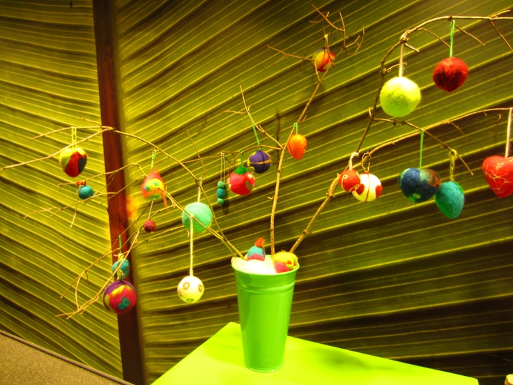 resultaat van een workshop (kerst)ballen vilten