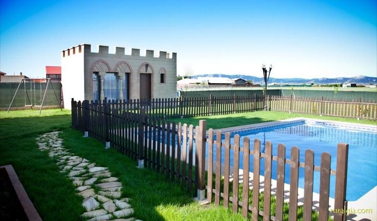El Robledo - La Alcazaba en el Robledo - La Alcazaba es una vivienda domótica, con formato medieval y con capacidad para 10 personas. Cuenta con 5 dormitorios, 4 cuartos de baño con columnas de hidromasaje. El Salón-comedor-cocina de aprox. ...