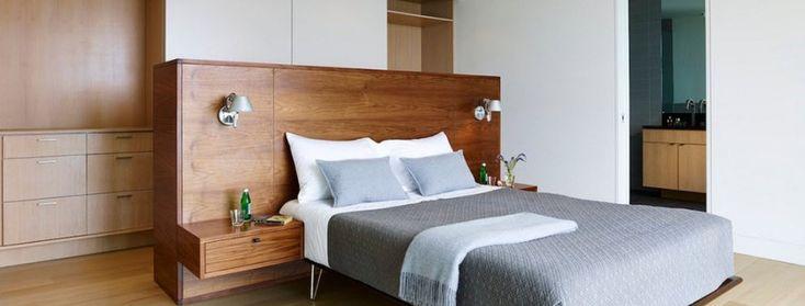 Сочетание серого и коричневого в спальне