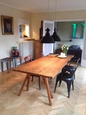 WOODLIVING har specialiseret sig i i design af møbler lavet af genbrugt  træ. Dette giver hvert møbel sit helt helt eget særpræg.