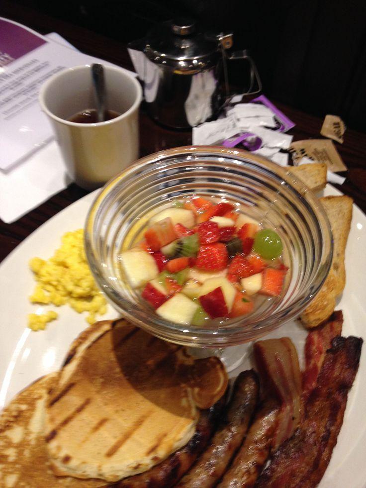 Mon premier test d'un brunch au Hard Rock Cafe Paris… http://place-to-be.net/index.php/gastronomie/4515-test-brunch-du-hard-rock-cafe-paris