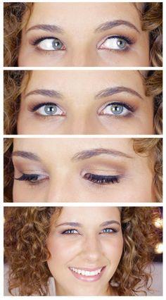 Trag hellen Lidschatten direkt unter die Braue auf, um das Auge optisch zu vergrößern. Überleg Dir, ob Du matten oder glitzernden Lidschatten willst. | 13 Make-Up-Tipps wenn Du Schlupflider hast
