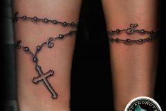 Cross Tattoo as a tattoo bracelet created by Acanomuta Tattoo Studio.